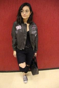 """""""Eu me inspiro muito em It Girls do Instagram e na Vicqueen, com seu estilo street, não muito formal. Sempre uso alguma peça para dar uma equilibrada. Além disso, costumizo algumas roupas, pinto de outra cor, corto, vou testando até ficar bom"""", disse Julia Morita, 19 anos, estudante de jornalismo. Entrevita: Pam Chiovatto e Luana Matsuda Foto: Iris Brito"""