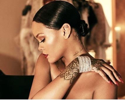 Rihanna, uma das referências mundiais de tatuagens Foto: Divulgação (insta: badgalriri)