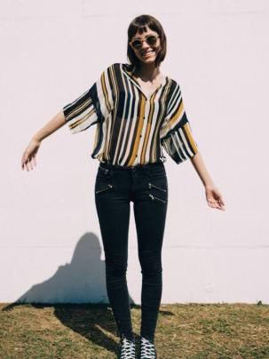 """""""A moda sem gênero é liberdade individual, segue por um padrão neutro, sem regras. A roupa que não tem um sexo definido veio para quebrar barreiras sociais que restringem o que deve ser feminino ou masculino"""", disse Julianna Simão, estudante de Publicidade e Propaganda - Foto: Bruna Ribeiro"""