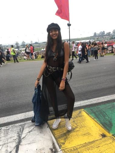 """Hanyelle Ohane e Beatriz Xavier, ambas são fãs da banda Imagine Dragons e optaram por um visual mais """"street"""" para ir ao festival. Fotos: Bruna Piñeiro"""